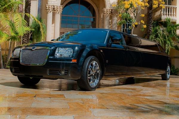 8 Person Chrysler 300 Limo Service Arlington
